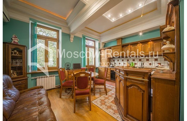 """Photo #4 3-room (2 BR) apartment for <a href=""""http://moscow-rentals.ru/en/articles/long-term-rent"""" target=""""_blank"""">a long-term</a> rent  in Russia, Moscow, Tarasa Shevchenko emb, 1"""
