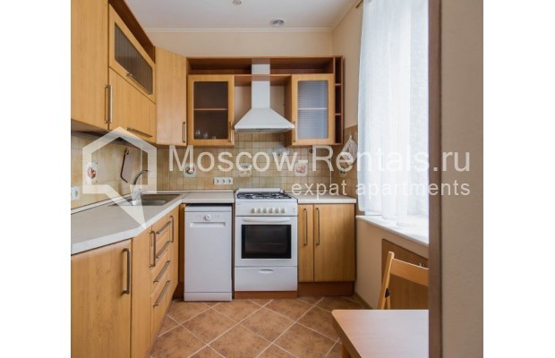 """Photo #8 4-room (3 BR) apartment for <a href=""""http://moscow-rentals.ru/en/articles/long-term-rent"""" target=""""_blank"""">a long-term</a> rent  in Russia, Moscow, Novinskyi lane, 18С1"""