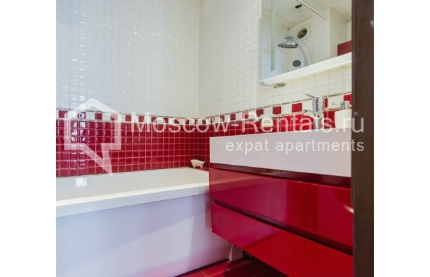 """Photo #12 3-room (2 BR) apartment for <a href=""""http://moscow-rentals.ru/en/articles/long-term-rent"""" target=""""_blank"""">a long-term</a> rent  in Russia, Moscow, New Arbat str, 26"""