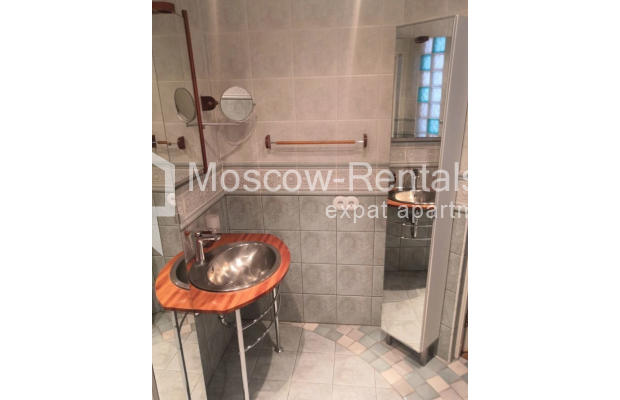 """Photo #14 3-room (2 BR) apartment for <a href=""""http://moscow-rentals.ru/en/articles/long-term-rent"""" target=""""_blank"""">a long-term</a> rent  in Russia, Moscow, Nikitskyi blv, 7Б"""