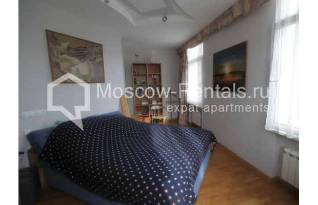 """Photo #2 3-room (2 BR) apartment for <a href=""""http://moscow-rentals.ru/en/articles/long-term-rent"""" target=""""_blank"""">a long-term</a> rent  in Russia, Moscow, Nikitskyi blv, 7Б"""