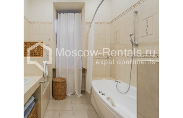 """Photo #12 3-room (2 BR) apartment for <a href=""""http://moscow-rentals.ru/en/articles/long-term-rent"""" target=""""_blank"""">a long-term</a> rent  in Russia, Moscow, Malyi Levshinskyi lane, 14/9С2"""