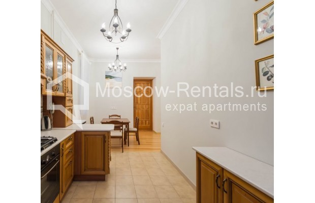 """Photo #4 3-room (2 BR) apartment for <a href=""""http://moscow-rentals.ru/en/articles/long-term-rent"""" target=""""_blank"""">a long-term</a> rent  in Russia, Moscow, Malyi Levshinskyi lane, 14/9С2"""
