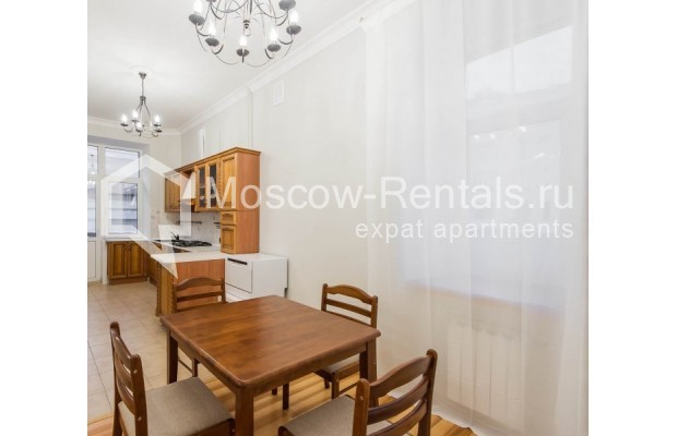 """Photo #7 3-room (2 BR) apartment for <a href=""""http://moscow-rentals.ru/en/articles/long-term-rent"""" target=""""_blank"""">a long-term</a> rent  in Russia, Moscow, Malyi Levshinskyi lane, 14/9С2"""