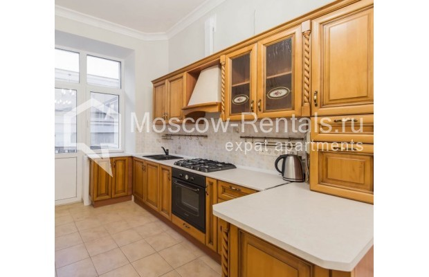 """Photo #5 3-room (2 BR) apartment for <a href=""""http://moscow-rentals.ru/en/articles/long-term-rent"""" target=""""_blank"""">a long-term</a> rent  in Russia, Moscow, Malyi Levshinskyi lane, 14/9С2"""