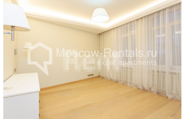 """Photo #4 3-room (2 BR) apartment for <a href=""""http://moscow-rentals.ru/en/articles/long-term-rent"""" target=""""_blank"""">a long-term</a> rent  in Russia, Moscow, B. Levshinskyi lane, 3/5"""