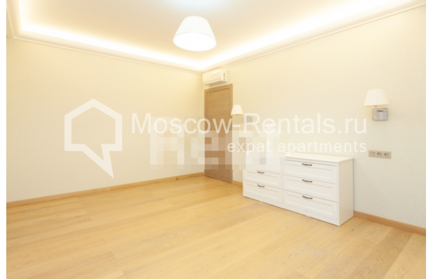 """Photo #5 3-room (2 BR) apartment for <a href=""""http://moscow-rentals.ru/en/articles/long-term-rent"""" target=""""_blank"""">a long-term</a> rent  in Russia, Moscow, B. Levshinskyi lane, 3/5"""