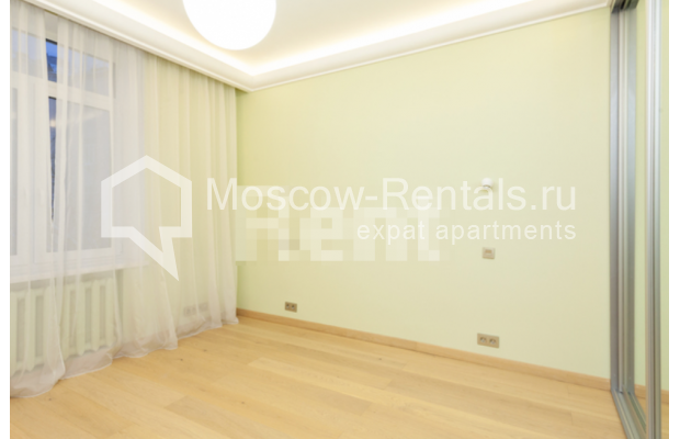 """Photo #6 3-room (2 BR) apartment for <a href=""""http://moscow-rentals.ru/en/articles/long-term-rent"""" target=""""_blank"""">a long-term</a> rent  in Russia, Moscow, B. Levshinskyi lane, 3/5"""
