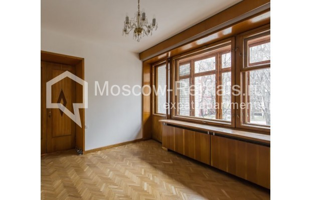 """Photo #7 3-room (2 BR) apartment for <a href=""""http://moscow-rentals.ru/en/articles/long-term-rent"""" target=""""_blank"""">a long-term</a> rent  in Russia, Moscow, Sivtsev Vrazhek lane, 9А"""