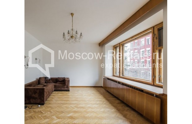 """Photo #1 3-room (2 BR) apartment for <a href=""""http://moscow-rentals.ru/en/articles/long-term-rent"""" target=""""_blank"""">a long-term</a> rent  in Russia, Moscow, Sivtsev Vrazhek lane, 9А"""