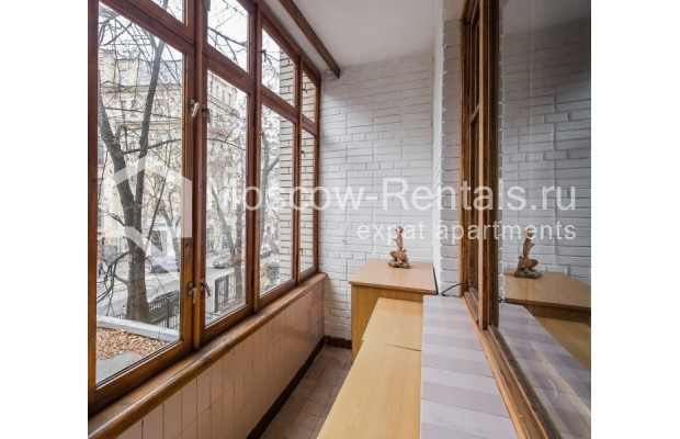 """Photo #10 3-room (2 BR) apartment for <a href=""""http://moscow-rentals.ru/en/articles/long-term-rent"""" target=""""_blank"""">a long-term</a> rent  in Russia, Moscow, Sivtsev Vrazhek lane, 9А"""
