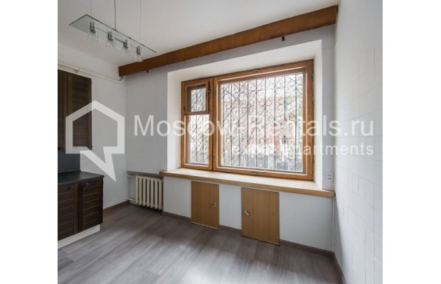 """Photo #8 3-room (2 BR) apartment for <a href=""""http://moscow-rentals.ru/en/articles/long-term-rent"""" target=""""_blank"""">a long-term</a> rent  in Russia, Moscow, Sivtsev Vrazhek lane, 9А"""
