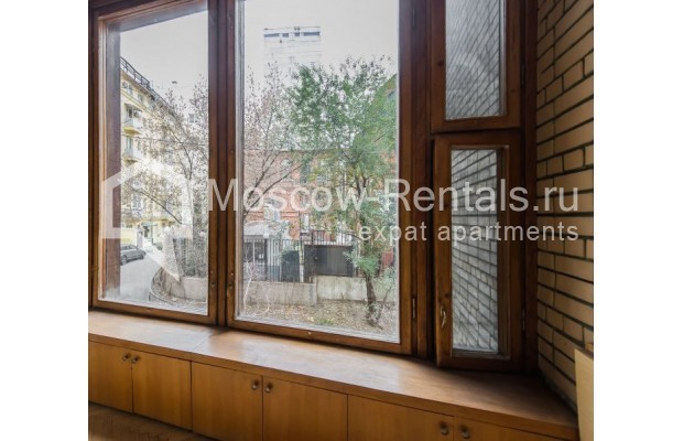 """Photo #11 3-room (2 BR) apartment for <a href=""""http://moscow-rentals.ru/en/articles/long-term-rent"""" target=""""_blank"""">a long-term</a> rent  in Russia, Moscow, Sivtsev Vrazhek lane, 9А"""