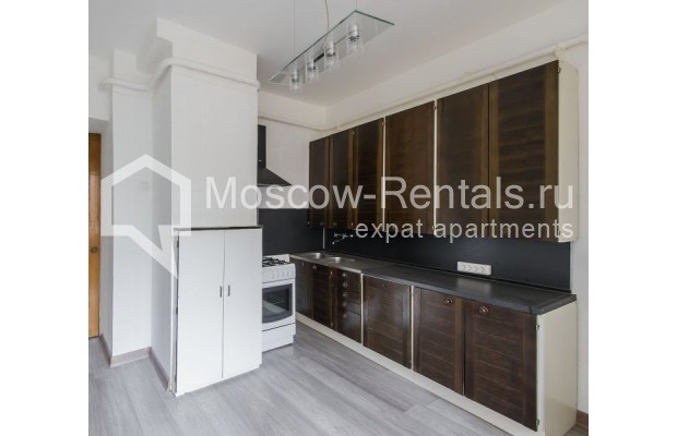 """Photo #9 3-room (2 BR) apartment for <a href=""""http://moscow-rentals.ru/en/articles/long-term-rent"""" target=""""_blank"""">a long-term</a> rent  in Russia, Moscow, Sivtsev Vrazhek lane, 9А"""