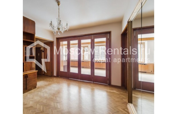 """Photo #5 3-room (2 BR) apartment for <a href=""""http://moscow-rentals.ru/en/articles/long-term-rent"""" target=""""_blank"""">a long-term</a> rent  in Russia, Moscow, Sivtsev Vrazhek lane, 9А"""