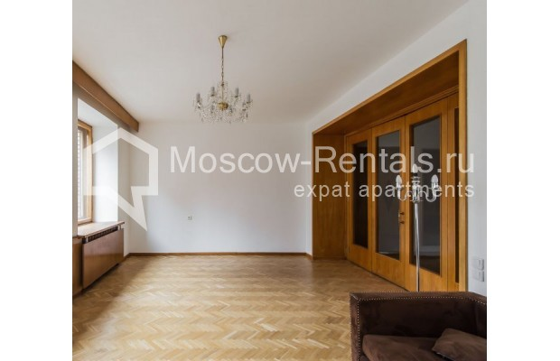 """Photo #2 3-room (2 BR) apartment for <a href=""""http://moscow-rentals.ru/en/articles/long-term-rent"""" target=""""_blank"""">a long-term</a> rent  in Russia, Moscow, Sivtsev Vrazhek lane, 9А"""