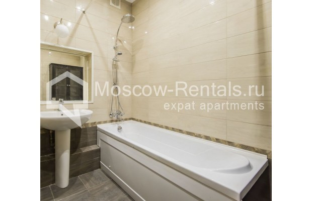 """Photo #14 3-room (2 BR) apartment for <a href=""""http://moscow-rentals.ru/en/articles/long-term-rent"""" target=""""_blank"""">a long-term</a> rent  in Russia, Moscow, Sivtsev Vrazhek lane, 9А"""