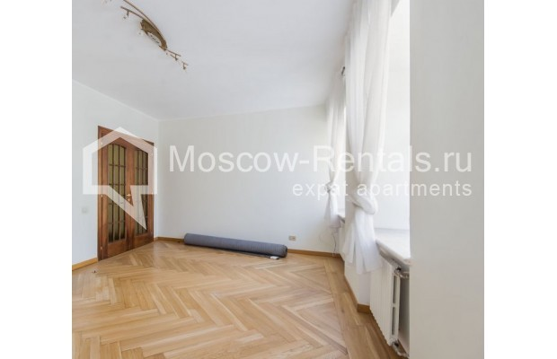 """Photo #2 3-room (2 BR) apartment for <a href=""""http://moscow-rentals.ru/en/articles/long-term-rent"""" target=""""_blank"""">a long-term</a> rent  in Russia, Moscow, Sechenovksyi lane, 9"""