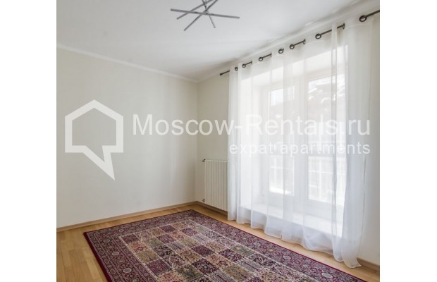 """Photo #5 3-room (2 BR) apartment for <a href=""""http://moscow-rentals.ru/en/articles/long-term-rent"""" target=""""_blank"""">a long-term</a> rent  in Russia, Moscow, Sechenovksyi lane, 9"""