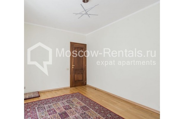 """Photo #6 3-room (2 BR) apartment for <a href=""""http://moscow-rentals.ru/en/articles/long-term-rent"""" target=""""_blank"""">a long-term</a> rent  in Russia, Moscow, Sechenovksyi lane, 9"""