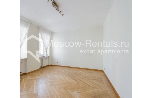 """Photo #1 3-room (2 BR) apartment for <a href=""""http://moscow-rentals.ru/en/articles/long-term-rent"""" target=""""_blank"""">a long-term</a> rent  in Russia, Moscow, Sechenovksyi lane, 9"""