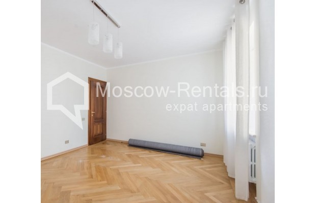 """Photo #4 3-room (2 BR) apartment for <a href=""""http://moscow-rentals.ru/en/articles/long-term-rent"""" target=""""_blank"""">a long-term</a> rent  in Russia, Moscow, Sechenovksyi lane, 9"""