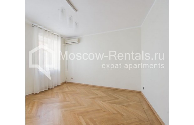 """Photo #3 3-room (2 BR) apartment for <a href=""""http://moscow-rentals.ru/en/articles/long-term-rent"""" target=""""_blank"""">a long-term</a> rent  in Russia, Moscow, Sechenovksyi lane, 9"""