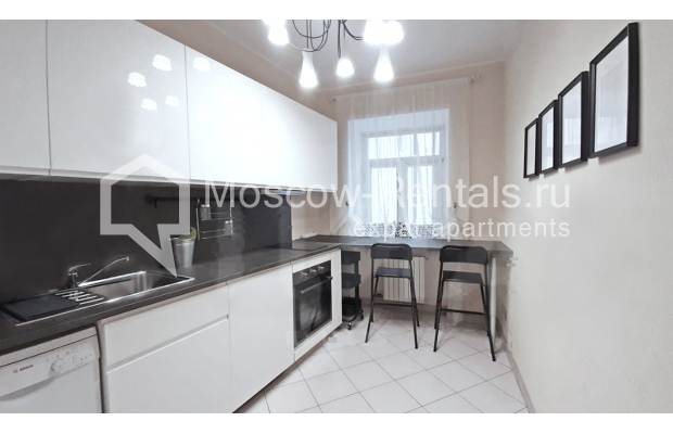 """Photo #7 3-room (2 BR) apartment for <a href=""""http://moscow-rentals.ru/en/articles/long-term-rent"""" target=""""_blank"""">a long-term</a> rent  in Russia, Moscow, Sechenovksyi lane, 9"""