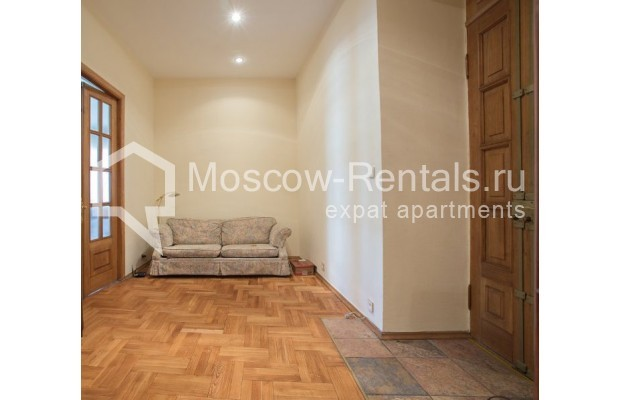 """Photo #6 3-room (2 BR) apartment for <a href=""""http://moscow-rentals.ru/en/articles/long-term-rent"""" target=""""_blank"""">a long-term</a> rent  in Russia, Moscow, Denezhnyi lane, 9/6"""