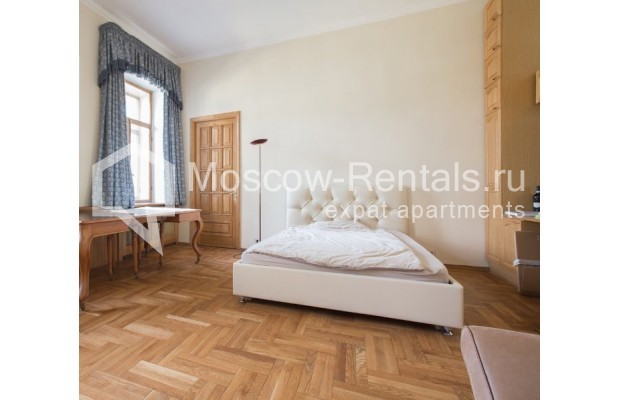 """Photo #3 3-room (2 BR) apartment for <a href=""""http://moscow-rentals.ru/en/articles/long-term-rent"""" target=""""_blank"""">a long-term</a> rent  in Russia, Moscow, Denezhnyi lane, 9/6"""