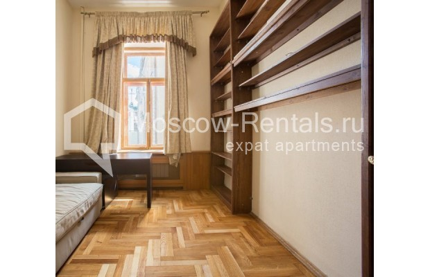 """Photo #5 3-room (2 BR) apartment for <a href=""""http://moscow-rentals.ru/en/articles/long-term-rent"""" target=""""_blank"""">a long-term</a> rent  in Russia, Moscow, Denezhnyi lane, 9/6"""