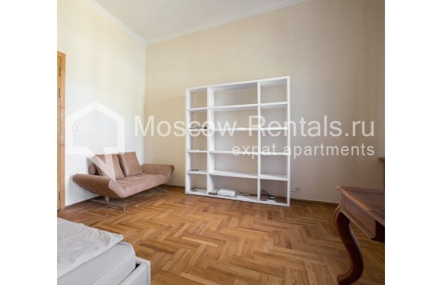 """Photo #4 3-room (2 BR) apartment for <a href=""""http://moscow-rentals.ru/en/articles/long-term-rent"""" target=""""_blank"""">a long-term</a> rent  in Russia, Moscow, Denezhnyi lane, 9/6"""