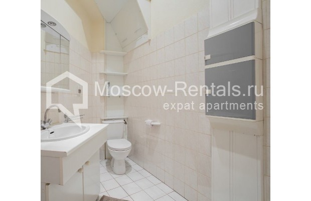 """Photo #10 3-room (2 BR) apartment for <a href=""""http://moscow-rentals.ru/en/articles/long-term-rent"""" target=""""_blank"""">a long-term</a> rent  in Russia, Moscow, Denezhnyi lane, 9/6"""