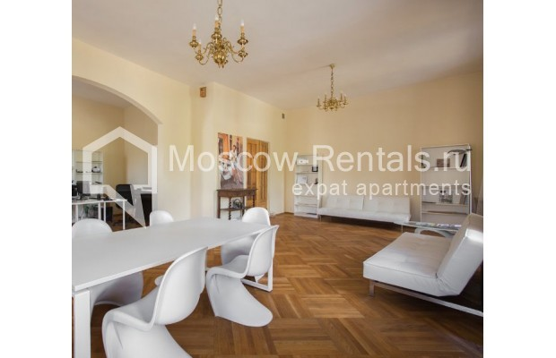 """Photo #2 3-room (2 BR) apartment for <a href=""""http://moscow-rentals.ru/en/articles/long-term-rent"""" target=""""_blank"""">a long-term</a> rent  in Russia, Moscow, Denezhnyi lane, 9/6"""