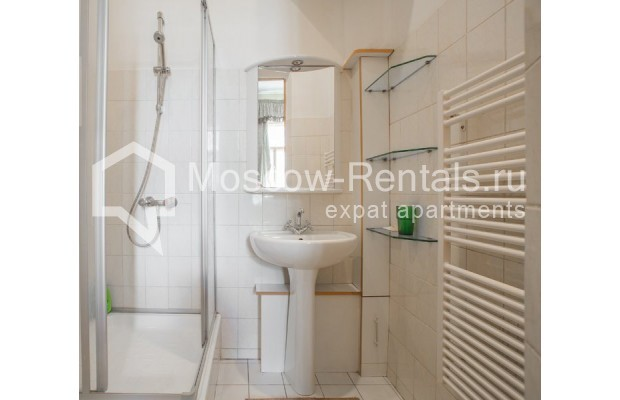"""Photo #11 3-room (2 BR) apartment for <a href=""""http://moscow-rentals.ru/en/articles/long-term-rent"""" target=""""_blank"""">a long-term</a> rent  in Russia, Moscow, Denezhnyi lane, 9/6"""