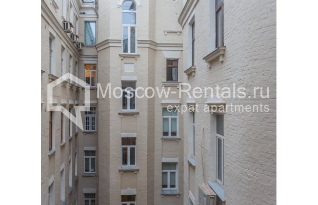 """Photo #13 3-room (2 BR) apartment for <a href=""""http://moscow-rentals.ru/en/articles/long-term-rent"""" target=""""_blank"""">a long-term</a> rent  in Russia, Moscow, Nikitskyi blv, 12"""