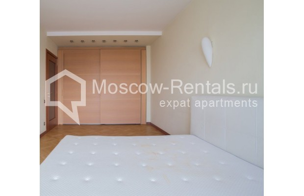 """Photo #7 3-room (2 BR) apartment for <a href=""""http://moscow-rentals.ru/en/articles/long-term-rent"""" target=""""_blank"""">a long-term</a> rent  in Russia, Moscow, B. Bronnaya str, 2/6"""