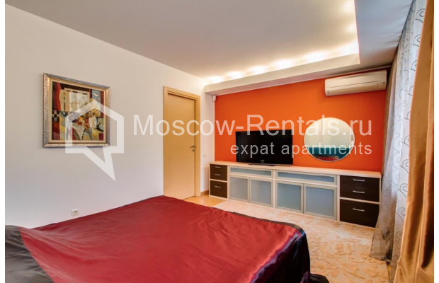 """Photo #9 3-room (2 BR) apartment for <a href=""""http://moscow-rentals.ru/en/articles/long-term-rent"""" target=""""_blank"""">a long-term</a> rent  in Russia, Moscow, Nikitskyi blv, 17"""