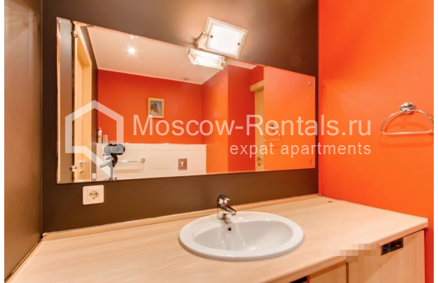"""Photo #13 3-room (2 BR) apartment for <a href=""""http://moscow-rentals.ru/en/articles/long-term-rent"""" target=""""_blank"""">a long-term</a> rent  in Russia, Moscow, Nikitskyi blv, 17"""
