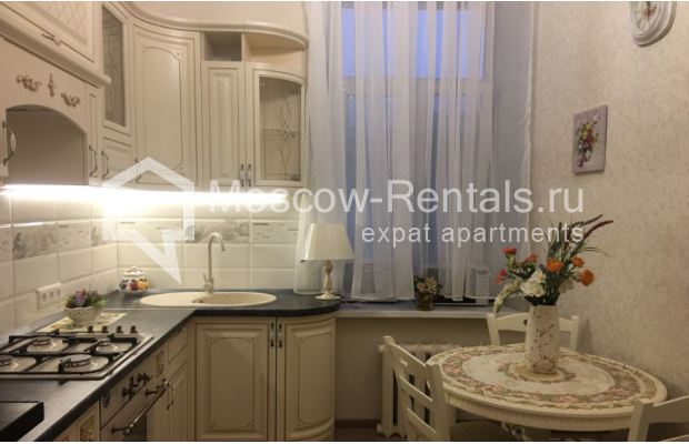 """Photo #4 3-room (2 BR) apartment for <a href=""""http://moscow-rentals.ru/en/articles/long-term-rent"""" target=""""_blank"""">a long-term</a> rent  in Russia, Moscow, Chistyi lane, 5А"""
