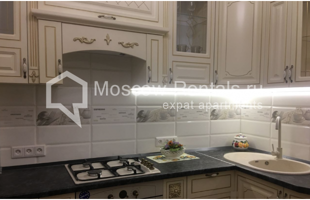 """Photo #5 3-room (2 BR) apartment for <a href=""""http://moscow-rentals.ru/en/articles/long-term-rent"""" target=""""_blank"""">a long-term</a> rent  in Russia, Moscow, Chistyi lane, 5А"""