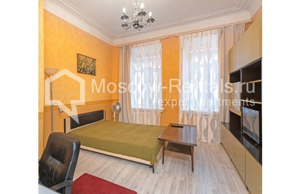 """Photo #6 4-room (3 BR) apartment for <a href=""""http://moscow-rentals.ru/en/articles/long-term-rent"""" target=""""_blank"""">a long-term</a> rent  in Russia, Moscow, M. Kakovinskyi lane, 3"""