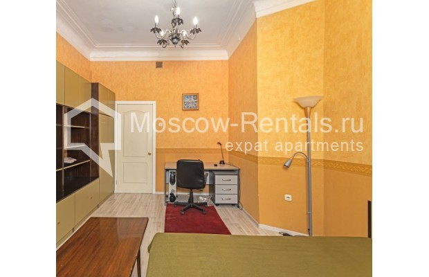 """Photo #8 4-room (3 BR) apartment for <a href=""""http://moscow-rentals.ru/en/articles/long-term-rent"""" target=""""_blank"""">a long-term</a> rent  in Russia, Moscow, M. Kakovinskyi lane, 3"""