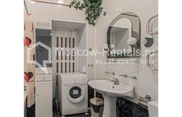 """Photo #12 4-room (3 BR) apartment for <a href=""""http://moscow-rentals.ru/en/articles/long-term-rent"""" target=""""_blank"""">a long-term</a> rent  in Russia, Moscow, M. Kakovinskyi lane, 3"""