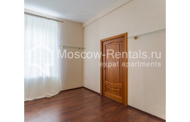 """Photo #8 4-room (3 BR) apartment for <a href=""""http://moscow-rentals.ru/en/articles/long-term-rent"""" target=""""_blank"""">a long-term</a> rent  in Russia, Moscow, Krivoarbatskyi lane, 19"""