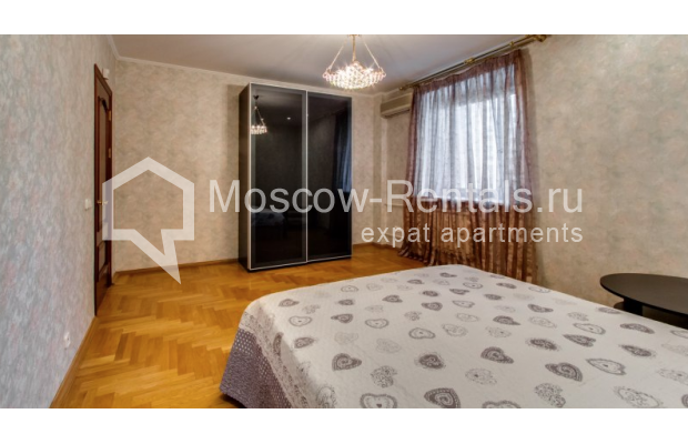 """Photo #6 3-room (2 BR) apartment for <a href=""""http://moscow-rentals.ru/en/articles/long-term-rent"""" target=""""_blank"""">a long-term</a> rent  in Russia, Moscow, Zoologicheskaya str, 26С2"""