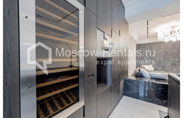 """Photo #5 4-room (3 BR) apartment for <a href=""""http://moscow-rentals.ru/en/articles/long-term-rent"""" target=""""_blank"""">a long-term</a> rent  in Russia, Moscow, Trubnikovskyi lane, 11"""