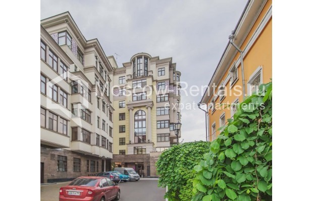 """Photo #17 4-room (3 BR) apartment for <a href=""""http://moscow-rentals.ru/en/articles/long-term-rent"""" target=""""_blank"""">a long-term</a> rent  in Russia, Moscow, Ozerkovskaya emb, 52А"""