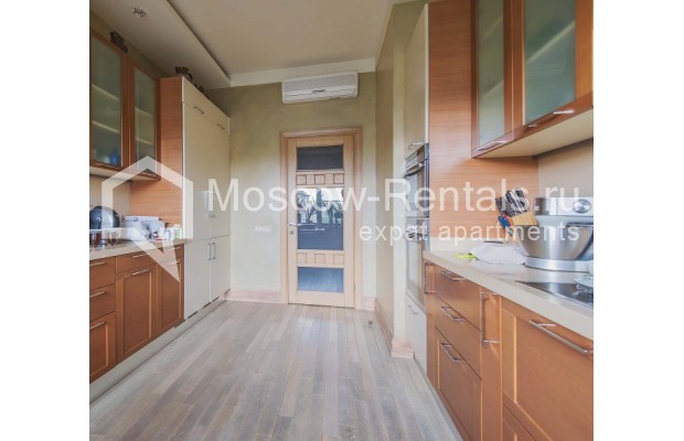 """Photo #5 4-room (3 BR) apartment for <a href=""""http://moscow-rentals.ru/en/articles/long-term-rent"""" target=""""_blank"""">a long-term</a> rent  in Russia, Moscow, Ozerkovskaya emb, 52А"""
