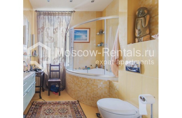 """Photo #12 4-room (3 BR) apartment for <a href=""""http://moscow-rentals.ru/en/articles/long-term-rent"""" target=""""_blank"""">a long-term</a> rent  in Russia, Moscow, Ozerkovskaya emb, 52А"""
